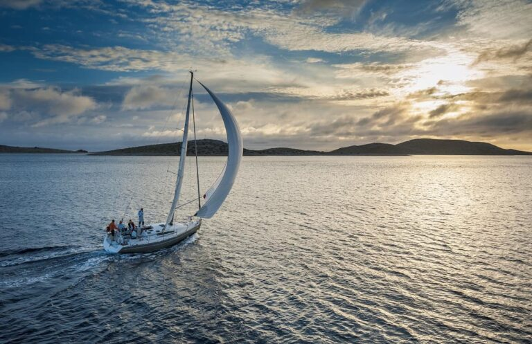 Ideal Wind Speed When Sailing - uncensoredsailing.com